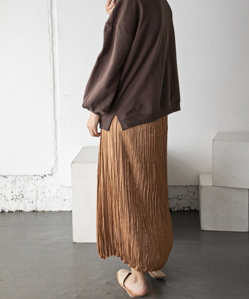 Wrinkle satin skirt