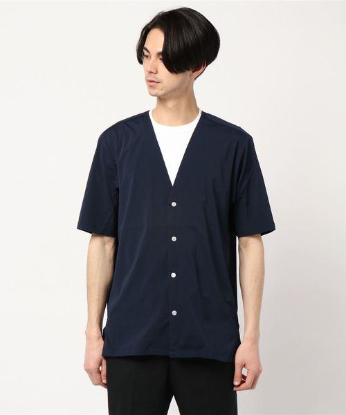 Vカラー半袖シャツ