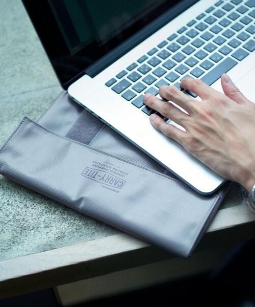 Livelihood [ ペンコ ] PENCO キャリータイトL PC タブレットケース
