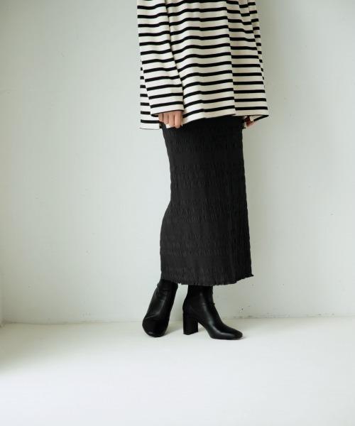 yuw(ユウ)の「シャーリングタイトスカート2 921055(スカート)」|ブラック