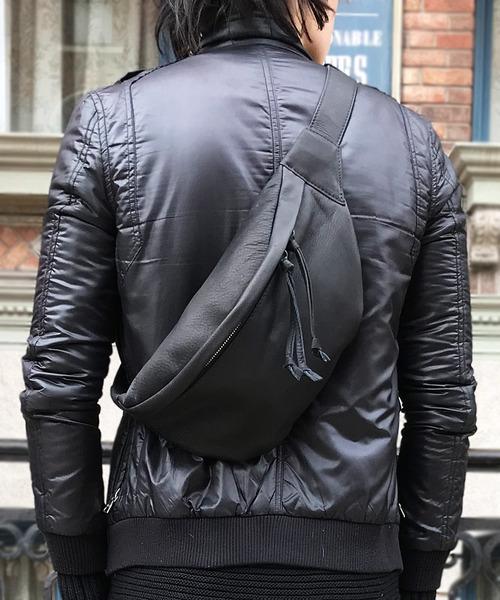 DECADE(ディケイド)の「オイルドカウレザー・ウェストボディバッグDECADE(No-00525) Oiled Cow Leather Waist Body Bag ディケイド(ボディバッグ/ウエストポーチ)」|ブラック