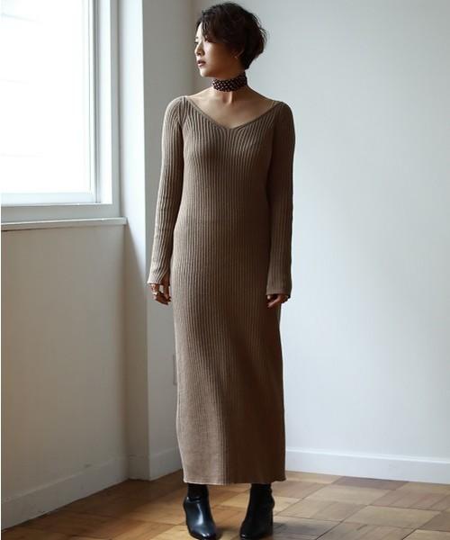 Vネックニットドレス
