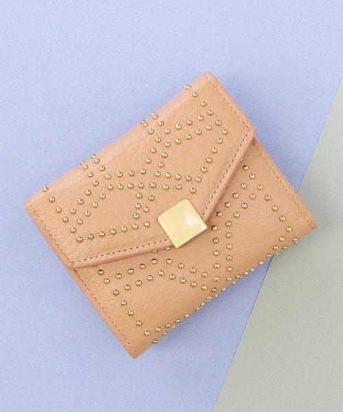 スタッズ付き二つ折り財布
