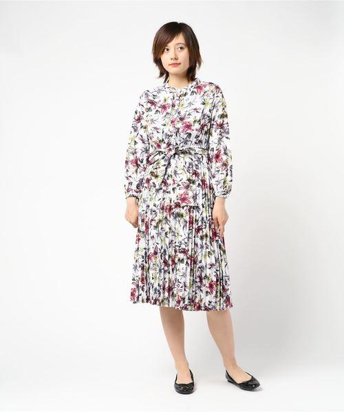 24e9e4d34b179 MEW S REFINED CLOTHES(ミューズ リファインド クローズ)のプリーツ花柄ワンピース(ワンピース