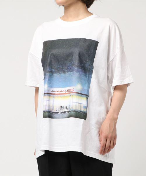 f554043d3b4a9 しまむら お店フォトプリントTシャツ(夜Ver)(Tシャツ カットソー ...