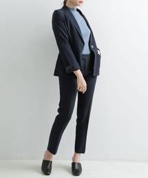 女性用スーツを選ぶ時の注意点3:露出が多い