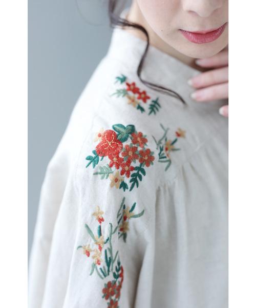 彩り可愛い花刺繍のナチュラルワンピース