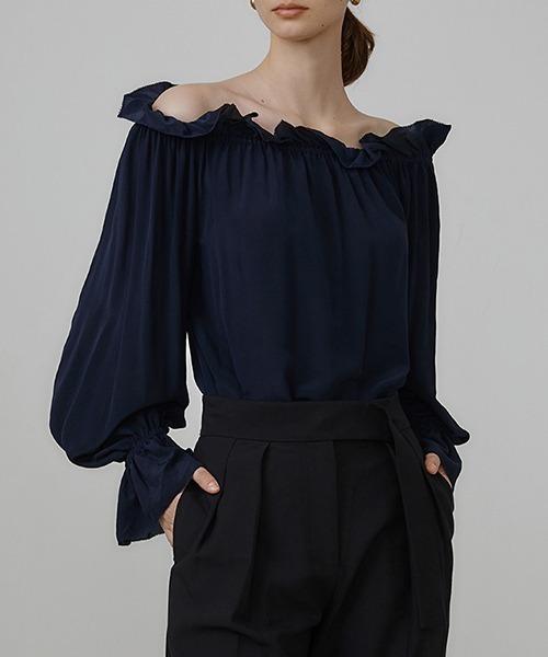 【UNSPOKEN】Off-shoulder loose blouse UQ21S060
