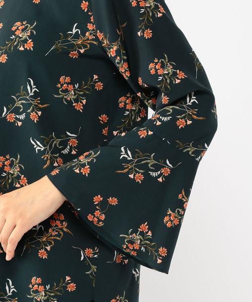 花柄フリルスリーブブラウス