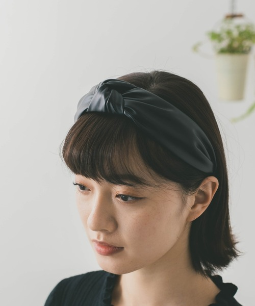 QuON(クオン)の「エコレザーカチューシャ(カチューシャ)」|ブラック