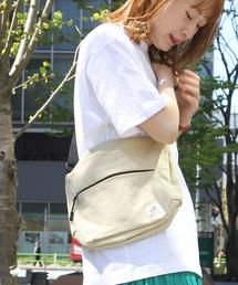 【女性にも人気】キャンバスショルダーバッグ