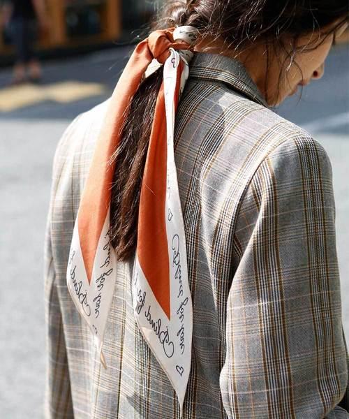 marjour(マージュール)の「LETTERS PRINT SCARF(バンダナ/スカーフ)」|レンガ