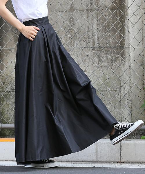 coca(コカ)の「ウエストツータック入りフレアロングスカート(スカート)」|ブラック