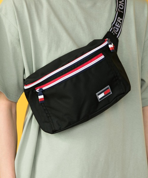 【TOMMY HILFIGER/トミーヒルフィガー】フラッグカラーボディバッグ