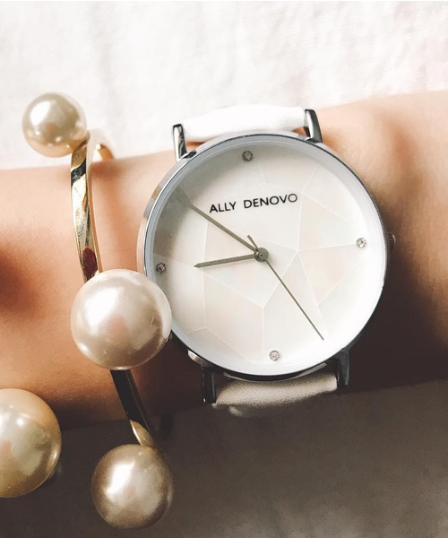 ALLY DENOVO(アリーデノヴォ)の「〈ALLY DENOVO/アリーデノヴォ〉Gaia Pearl/ガイアパール(腕時計)」|ホワイト×シルバー