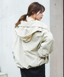 Kastane(カスタネ)のボリューム袖ナイロンパーカー(テーラードジャケット)