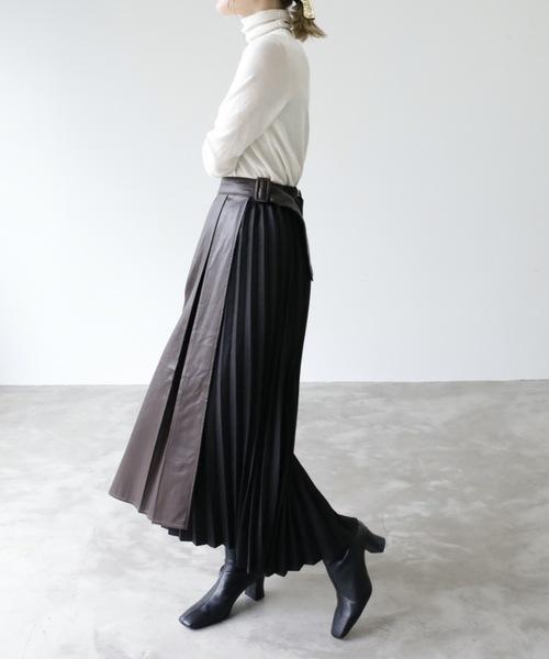 レザープリーツスカート×黒ショートブーツ
