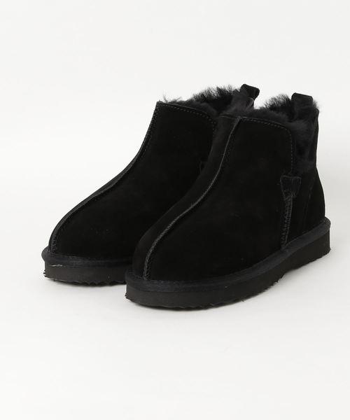 MODE KAORI(モードカオリ)の「サイドVカットムートンショートブーツ(ブーツ)」|ブラック