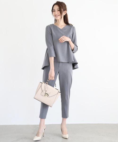DRESS LAB(ドレスラボ)の「フレア トップス セットアップ パンツ スーツ ベルト付【3点セット】結婚式 ブラックフォーマル 喪服(セットアップ)」|グレー