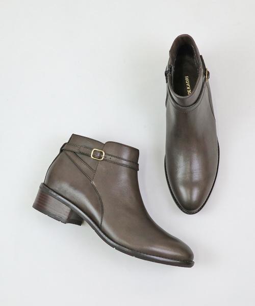 MODE KAORI(モードカオリ)の「ベルトデザインショートブーツ(ブーツ)」|グレー