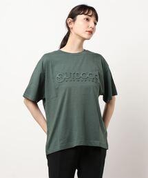 エンボスブランドロゴTシャツ 同色プリントダークグリーン