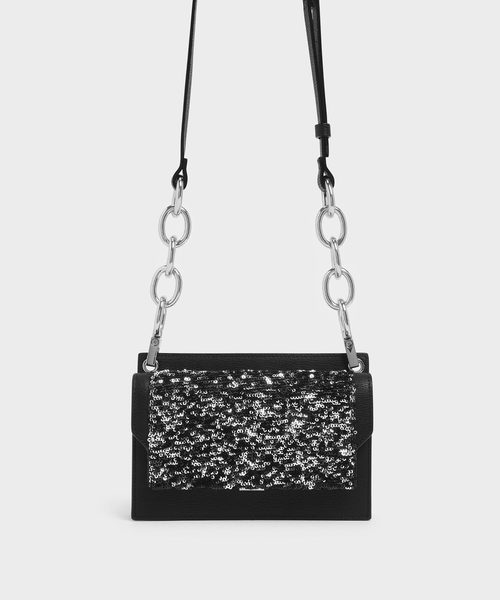 CHARLES & KEITH(チャールズ & キース)の「アイレットディテール プッシュロッククロスボディバッグ / Eyelet Detail Push-Lock Crossbody Bag(クラッチバッグ)」|ブラック系その他2