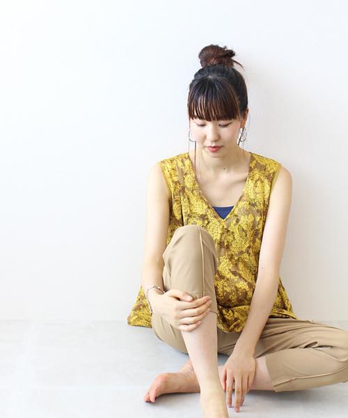 leaf JQ v neck flare blouse(フラワーペイズリーブラウス)