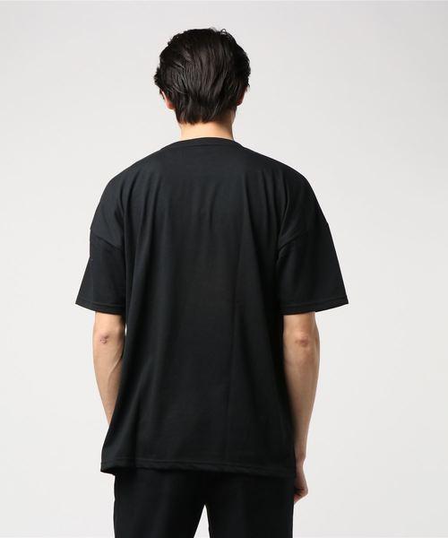 エンボスプリントTシャツ