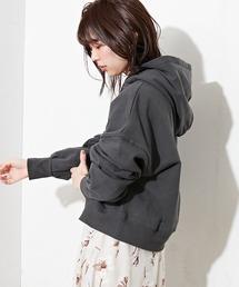 natural couture(ナチュラルクチュール)の袖タックグログランリボンショート丈パーカー(パーカー)