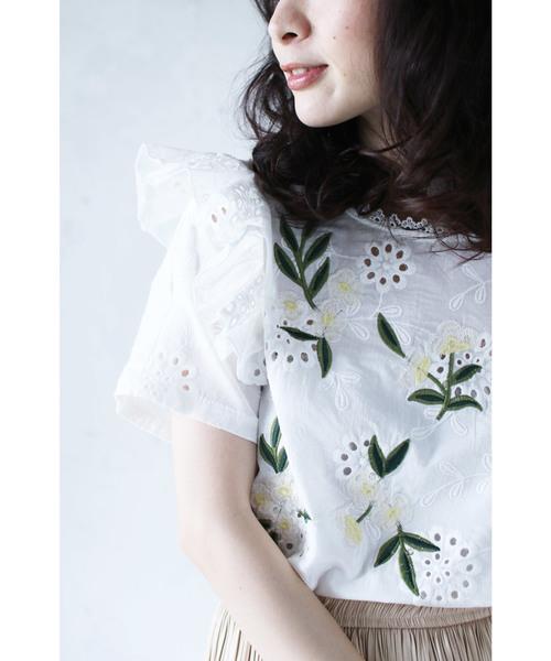 cawaii(カワイイ)の「優美な白花刺繍のパンチングレースブラウス(シャツ/ブラウス)」|ホワイト