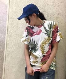 OLD BETTY'S(オールドベティーズ)のLeaf Pattern Print T-shirts/ リーフ プリント Tシャツ(Tシャツ/カットソー)
