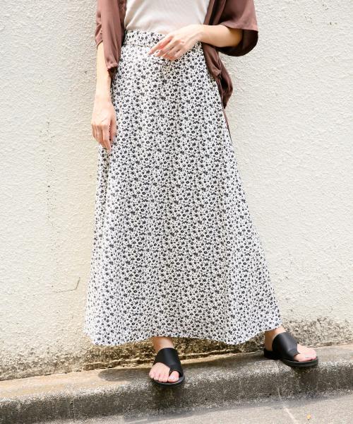 LOWRYS FARM(ローリーズファーム)の「ハナクルミボタンAラインスカート 828989(スカート)」|オフホワイト