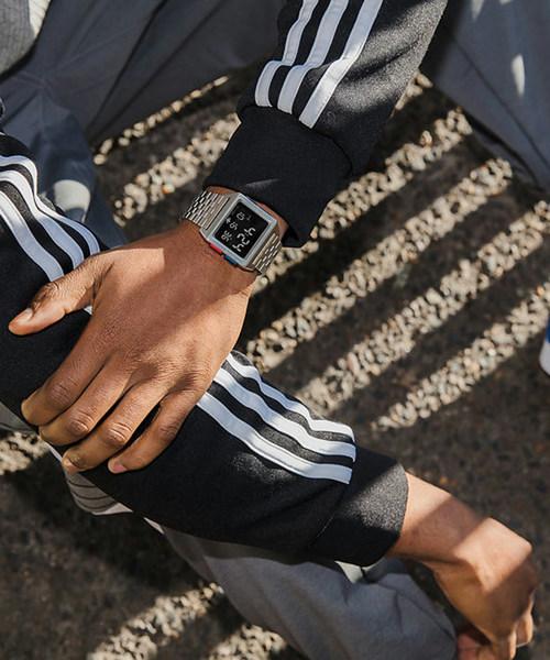 adidas(アディダス)の「Archive_M1(デジタル腕時計)」|シルバー