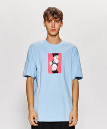 <PLEASURES × PATRICK NAGEL> ARRESTED T/Tシャツ