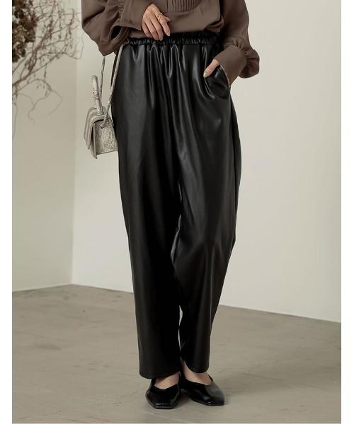 Re:EDIT(リエディ)の「[近藤千尋さん着用][低身長向け/高身長向けサイズ対応]ヴィーガンレザーウエストギャザーテーパードパンツ(その他パンツ)」|ブラック