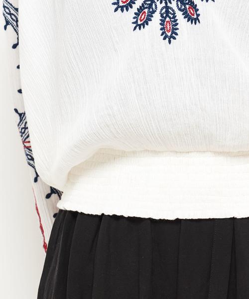 サークル刺繍ブラウス