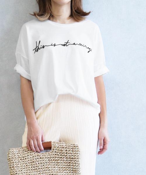 reca(レカ)の「ゆったりシルエット 筆記体 刺繍ロゴTシャツ(Tシャツ/カットソー)」 ホワイト