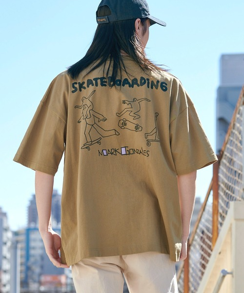 【BASQUE -enthusiastic design-】Mark Gonzales/マークゴンザレス BASQUE magenta 別注 スーパービッグシルエット 半袖Tee(背面プリント)