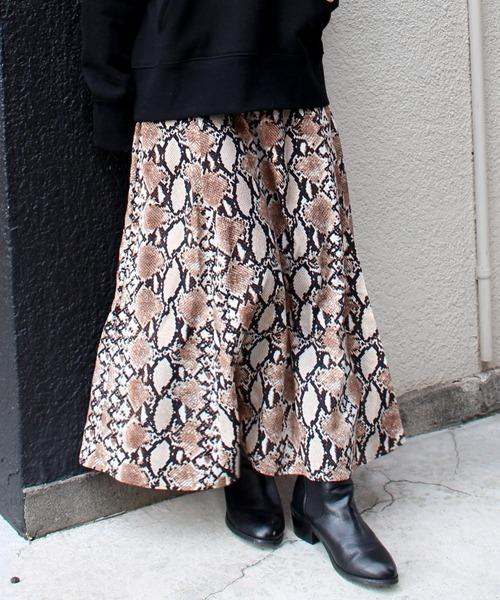 LAVEANGE(ラビアンジェ)の「パイソン柄シフォンロングスカート(スカート)」|ブラウン