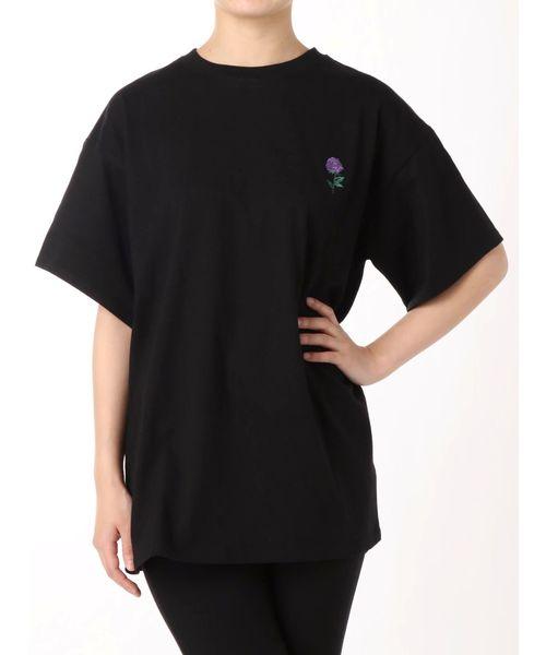 jouetie(ジュエティ)の「サテンBIGロゴT/オーバーサイズカットソー(Tシャツ/カットソー)」|ブラック