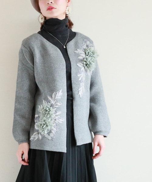 花モチーフと刺繍柄のニットカーディガン