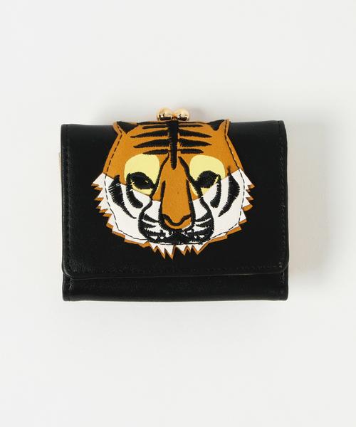 トラアップリケ三つ折り財布
