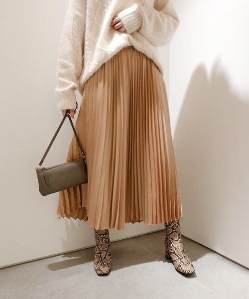 DouDou(ドゥドゥ)の「プリーツサテンスカート(スカート)」|キャメル