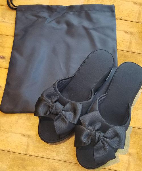 Ober Tashe(オーバータッシェ)の「Ober Tashe(オーバータッシェ)巾着付きヒールスリッパ(ルームシューズ/スリッパ)」|ブラック