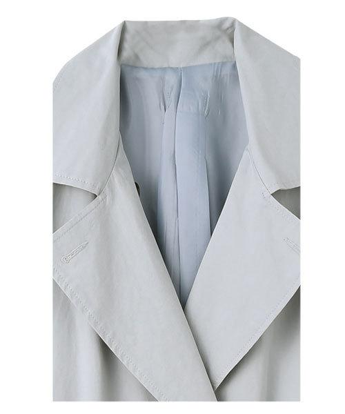 袖口リボンの背面ギャザーコート