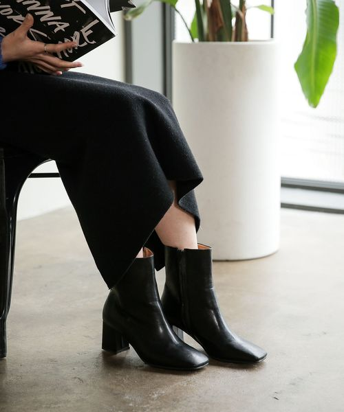 UNE MANSION(ユヌマンション)の「スクエアトゥーフェイクレザーブーツ(ブーツ)」|ブラック