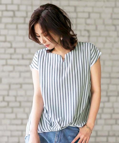 BELLUNA PLUS(ベルーナ)の「チェーン使い裾タックデザインブラウス(シャツ/ブラウス)」|ストライプ