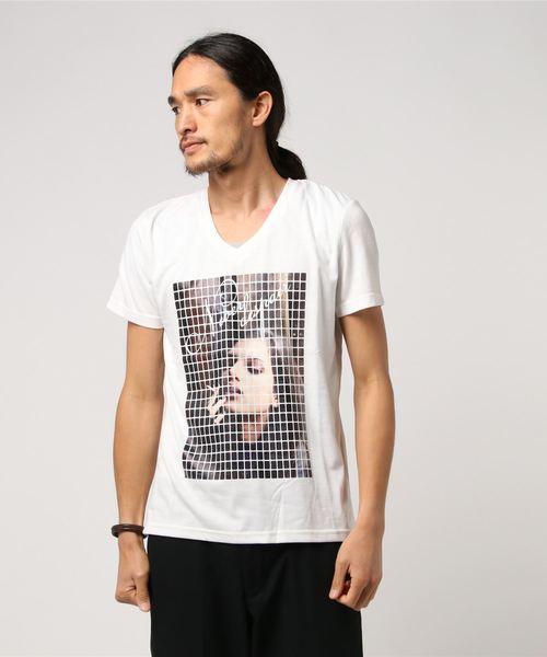 セクシーなモザイクプリントTシャツ