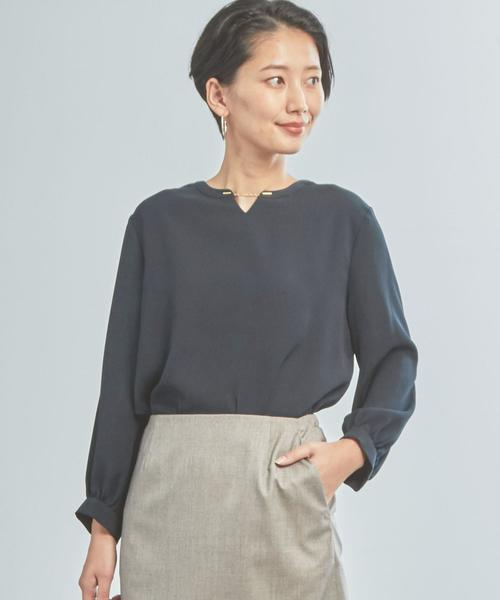 【WORK TRIP OUTFITS】★WTO CS パウダリーデシン ブラウス<取り外し可能なモチーフ付き>
