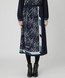 BLUE LABEL CRESTBRIDGE(ブルーレーベルクレストブリッジ)のスカーフプリントスカート(スカート)